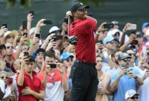 Tiger Woods coronó al fin su retorno al golf al ganar en la PGA