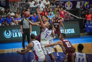 Quinteto RD cae en tiempo extra ante Venezuela en clasificatorio basket