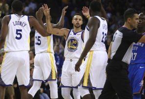 Warriors reciben anillos de campeones y vencen a Oklahoma en inicio de temporada NBA