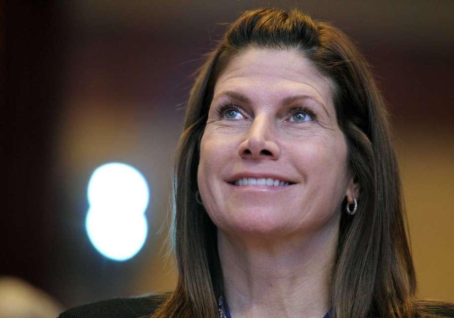 Renuncia presidenta de federación de gimnasia de Estados Unidos