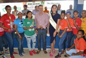 Premian atletas zonas más destacadas VIII Juegos San Vicente