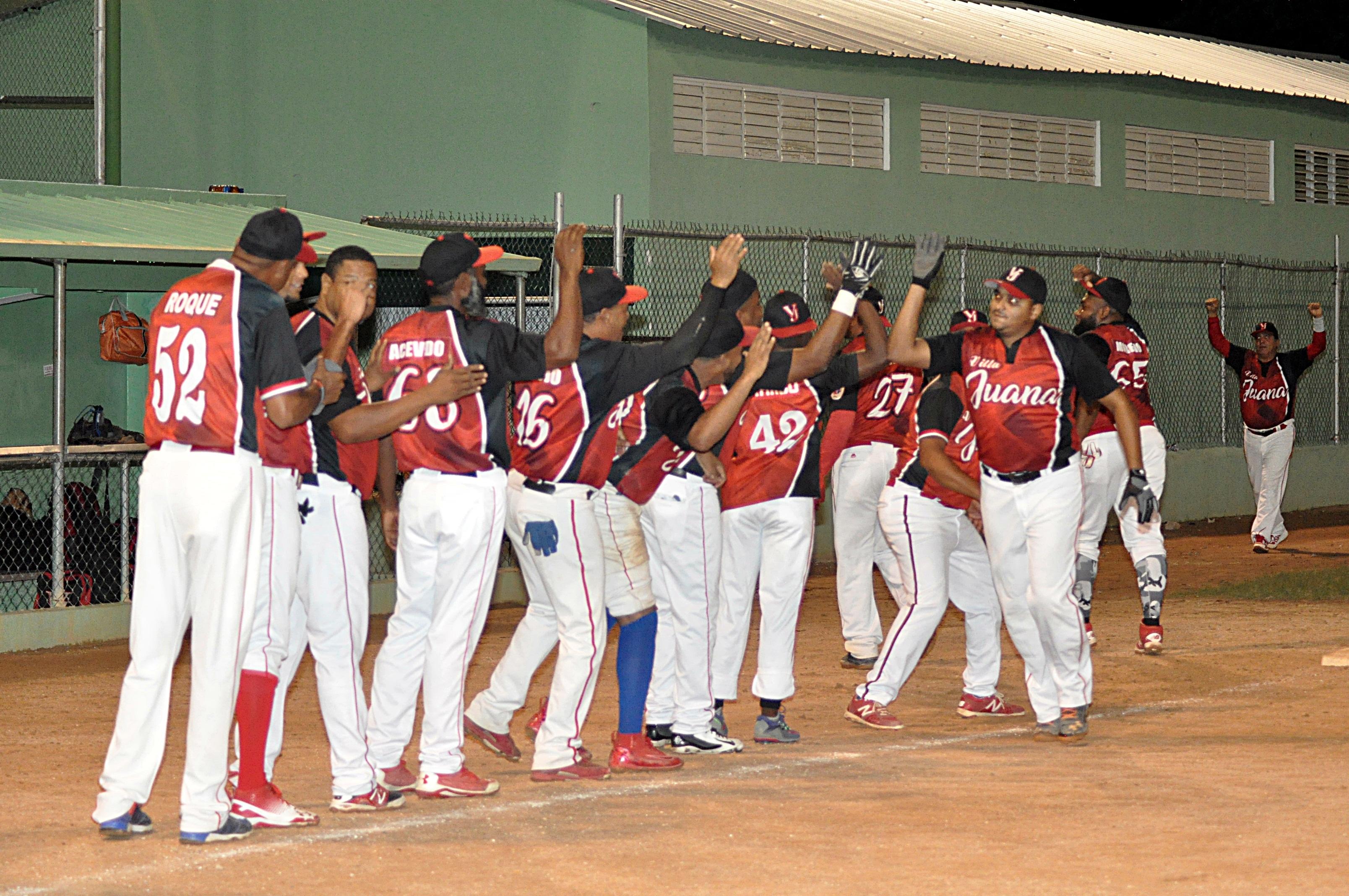 Se definen las semifinales del 29 torneo de sófbol del Distrito Nacional