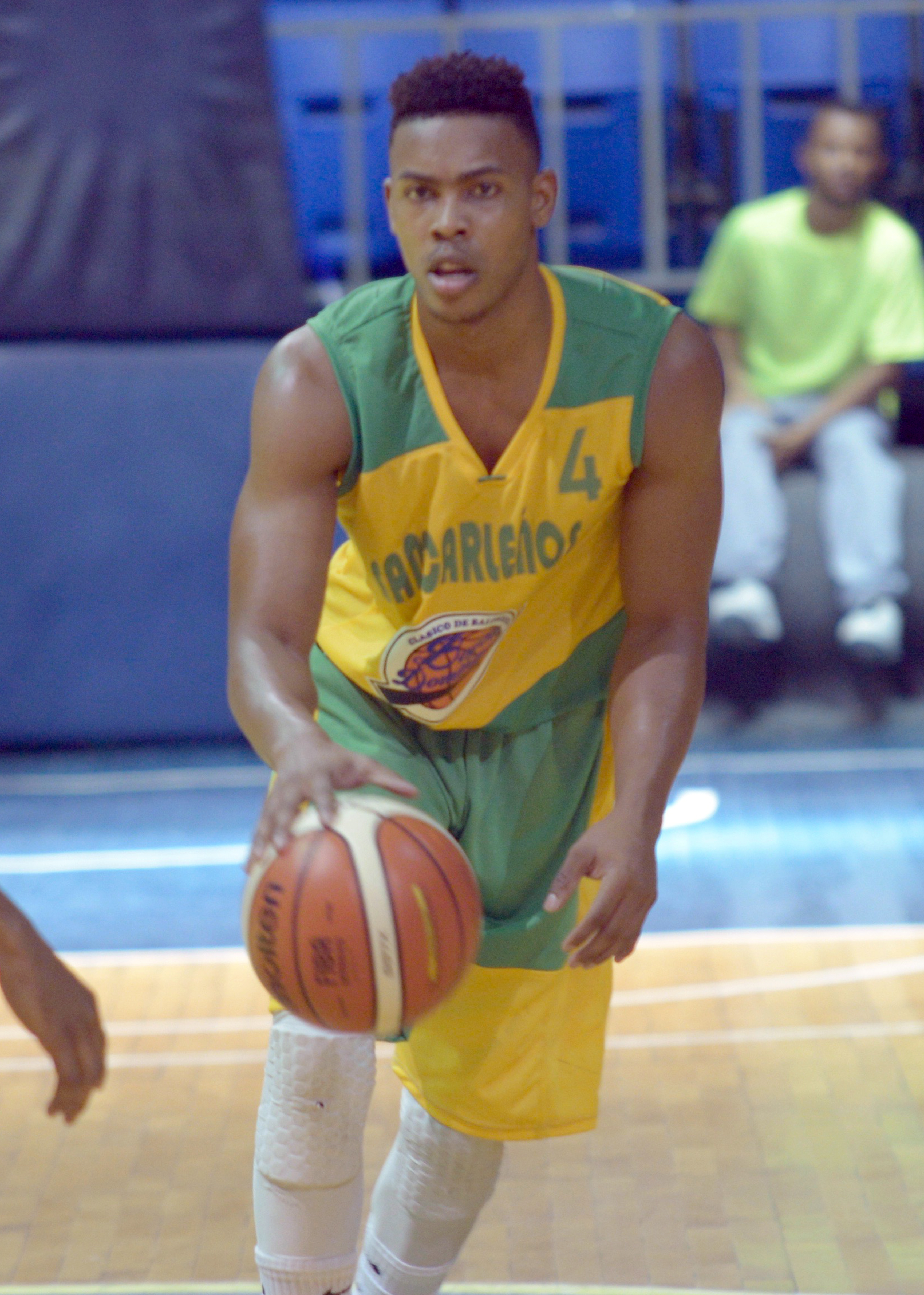 San Lázaro y San Carlos ganan en el Clásico de Basket U-25 Boyón Domínguez