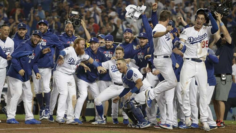 Dodgers gana a Red Sox tras 18 entradas tercero de Serie Mundial