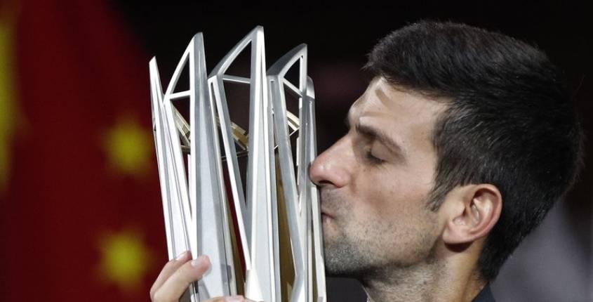Djokovic establece marca con cuarto título en Shanghai