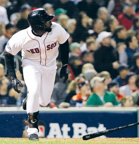 Bradley ayudó a Boston a empatar serie con Houston