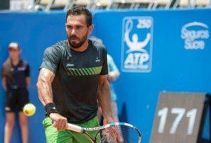 Víctor Estrella cayó en primera ronda del Santo Domingo Open