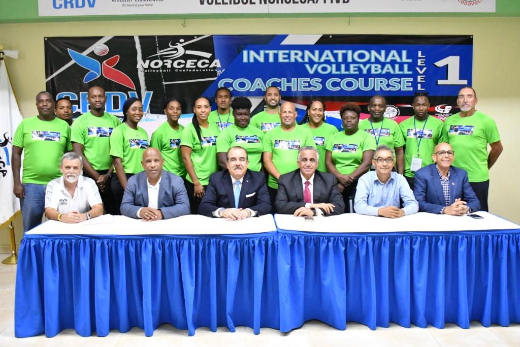 Entrenadores internacionales asisten a Curso de Nivel I de Voleibol en RD