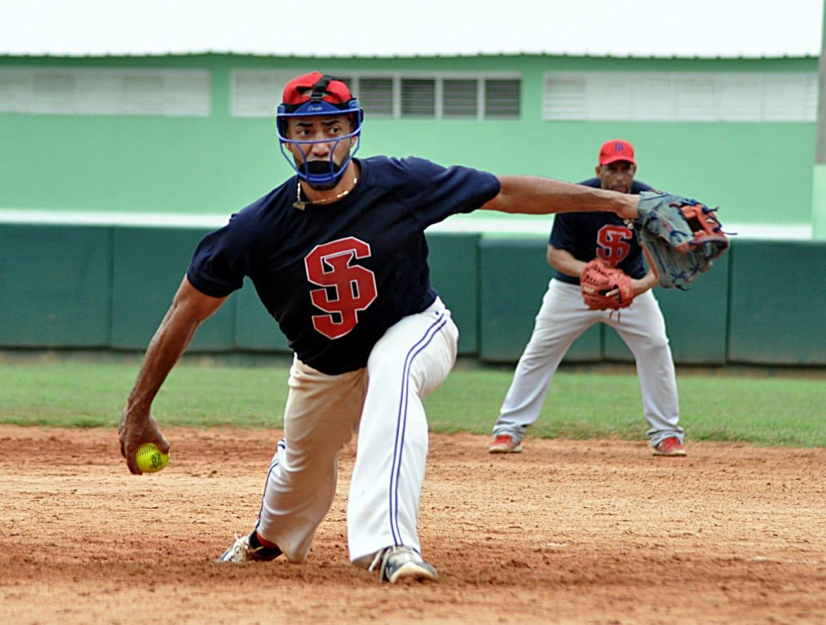 Ligas avanzan a segunda ronda en torneo de sóftbol del Distrito Nacional