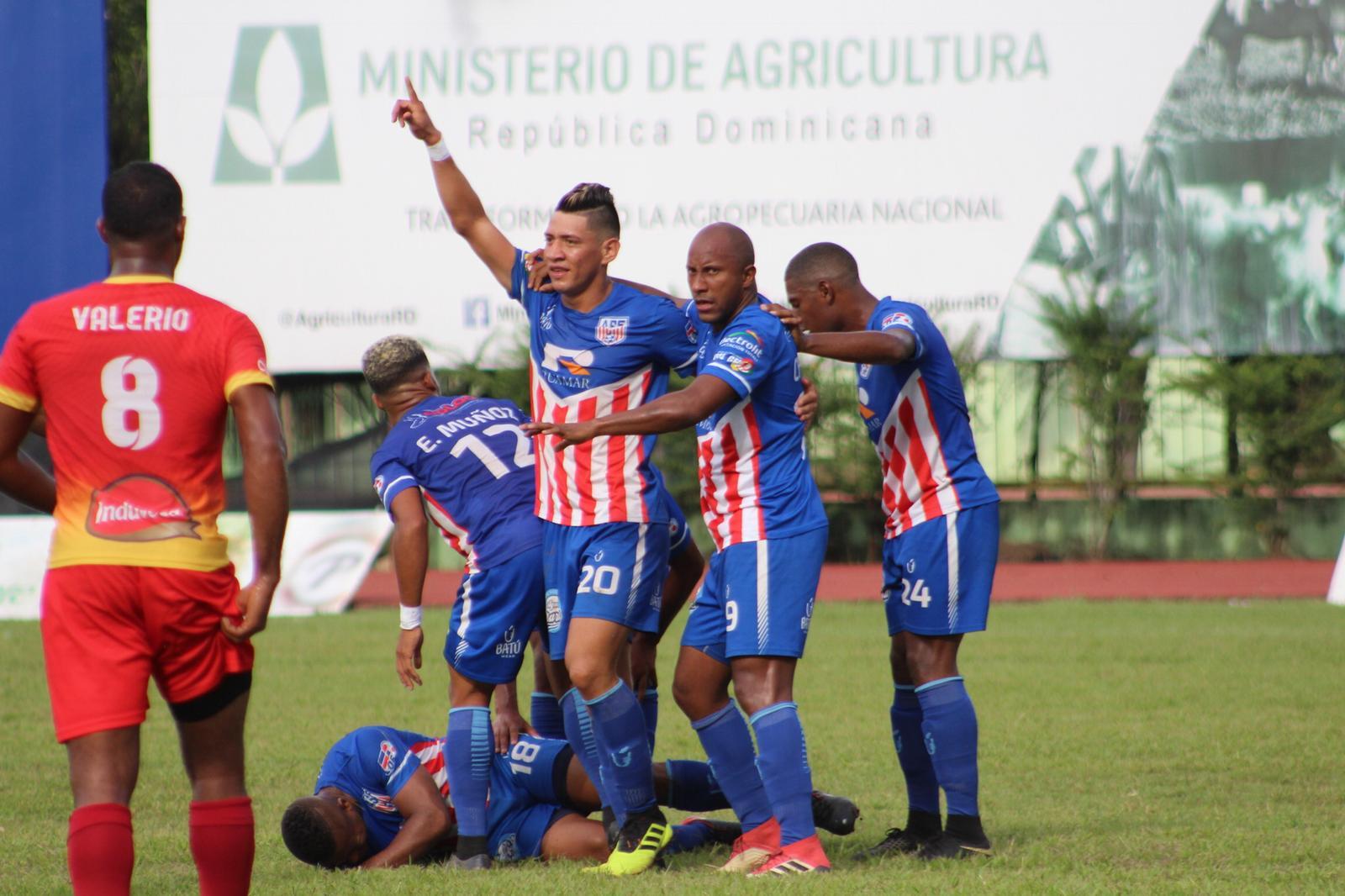 Atlético SFM recibe al Atlético Vega Real en partido de vuelta semifinales LDF