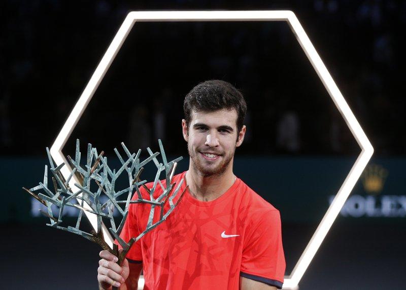 Khachanov supera a Djokovic y se corona en Masters de París