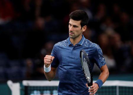 Djokovic celebra vuelta al número uno con victoria en Masters París