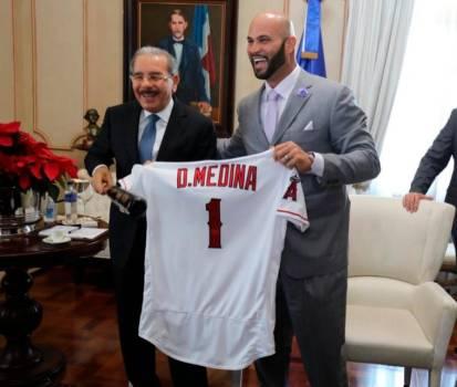 Pujols realiza visita de cortesía al presidente Danilo Medina