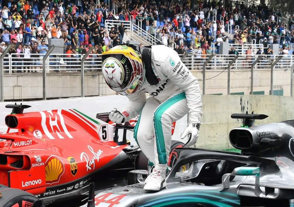 Hamilton gana en Brasil y Mercedes festeja el Mundial de constructores