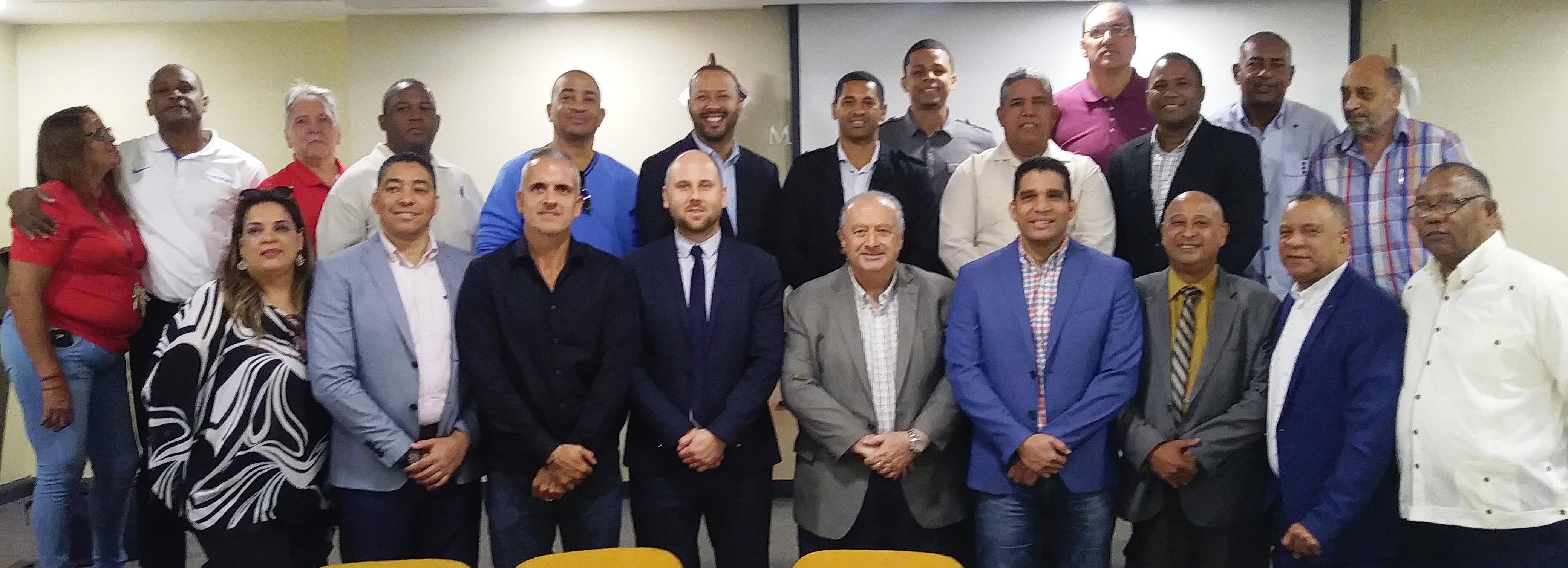 Presidente de FIBA selecciona a Fedombal para programa de desarrollo