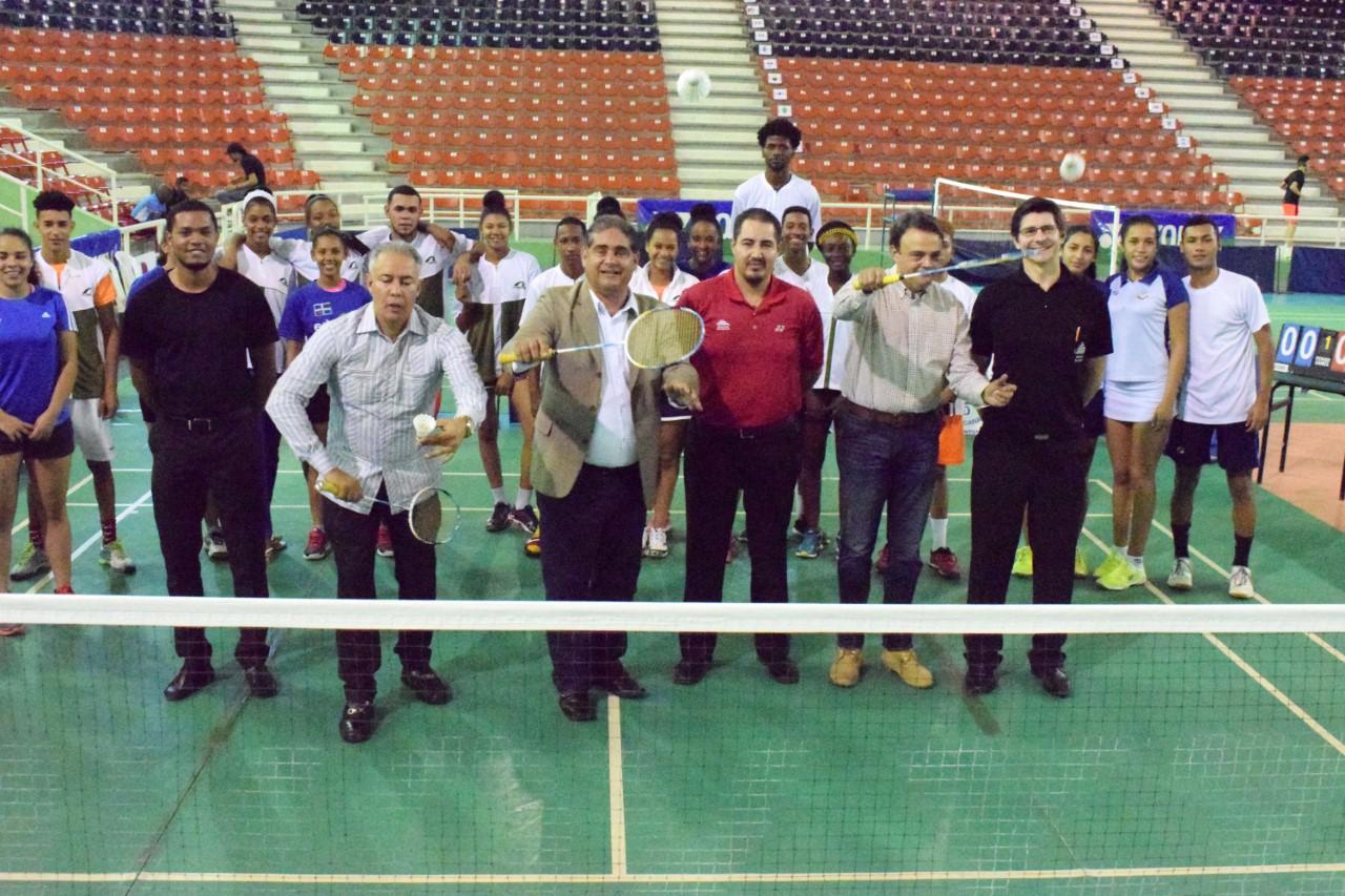 Javier y Cabrera avanzan en apertura Dominican Open de Bádminton
