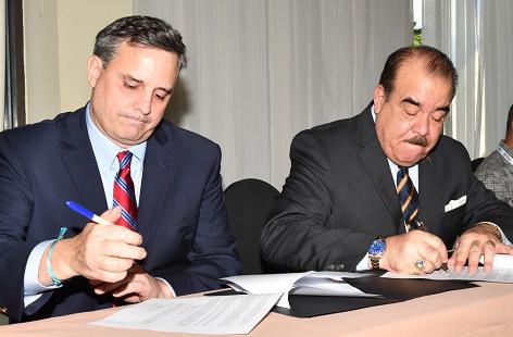 NORCECA firma acuerdo con compañía fabricante de superficies deportivas