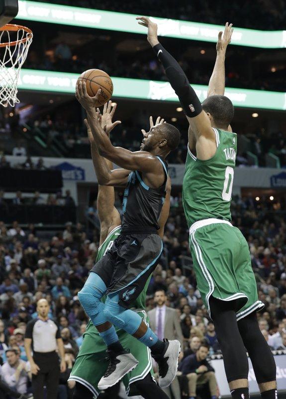 Celtics no pudieron detener la ofensiva de Kemba Walker