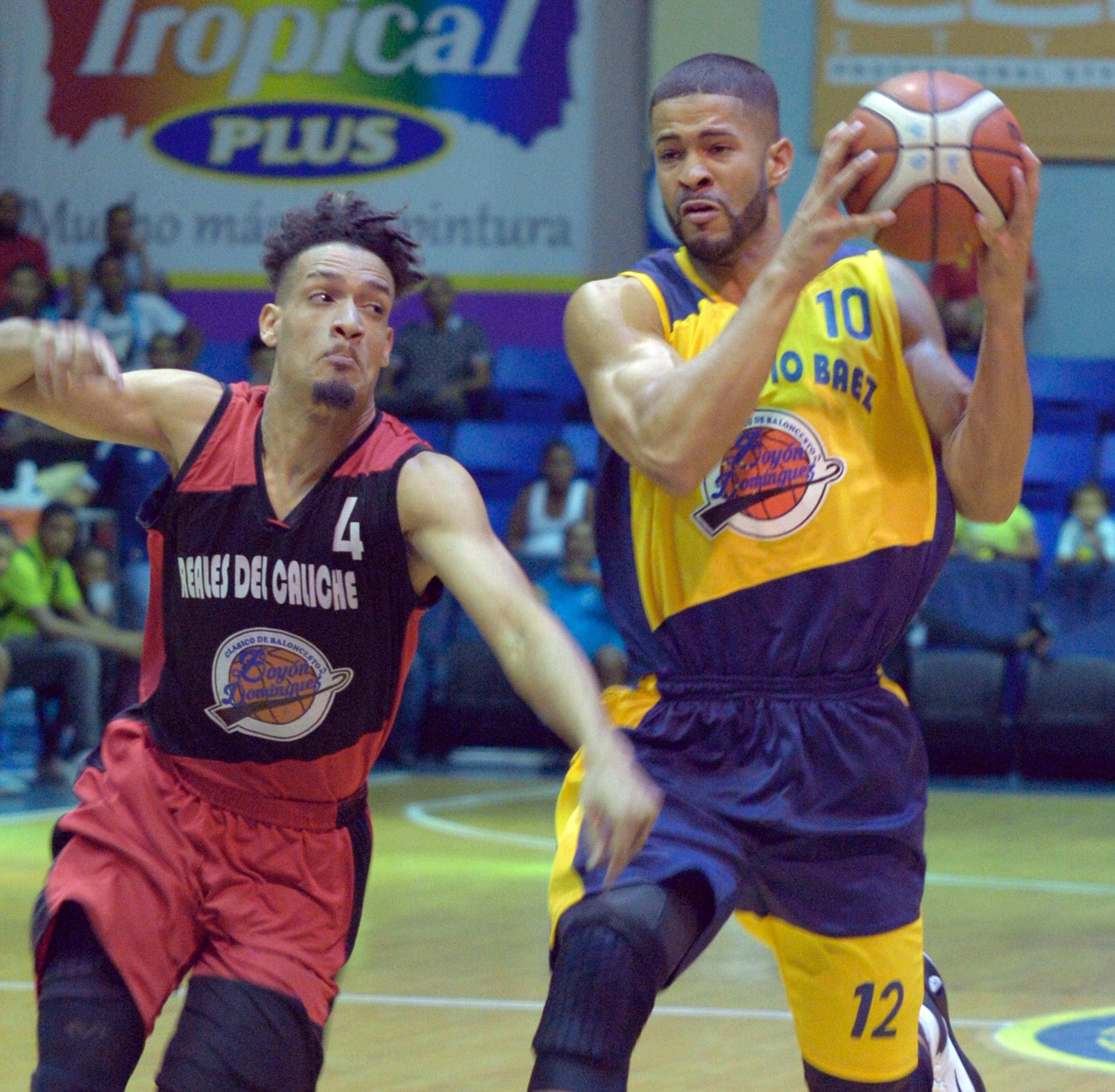 Mauricio Báez avanza en Clásico basket Boyón Domínguez