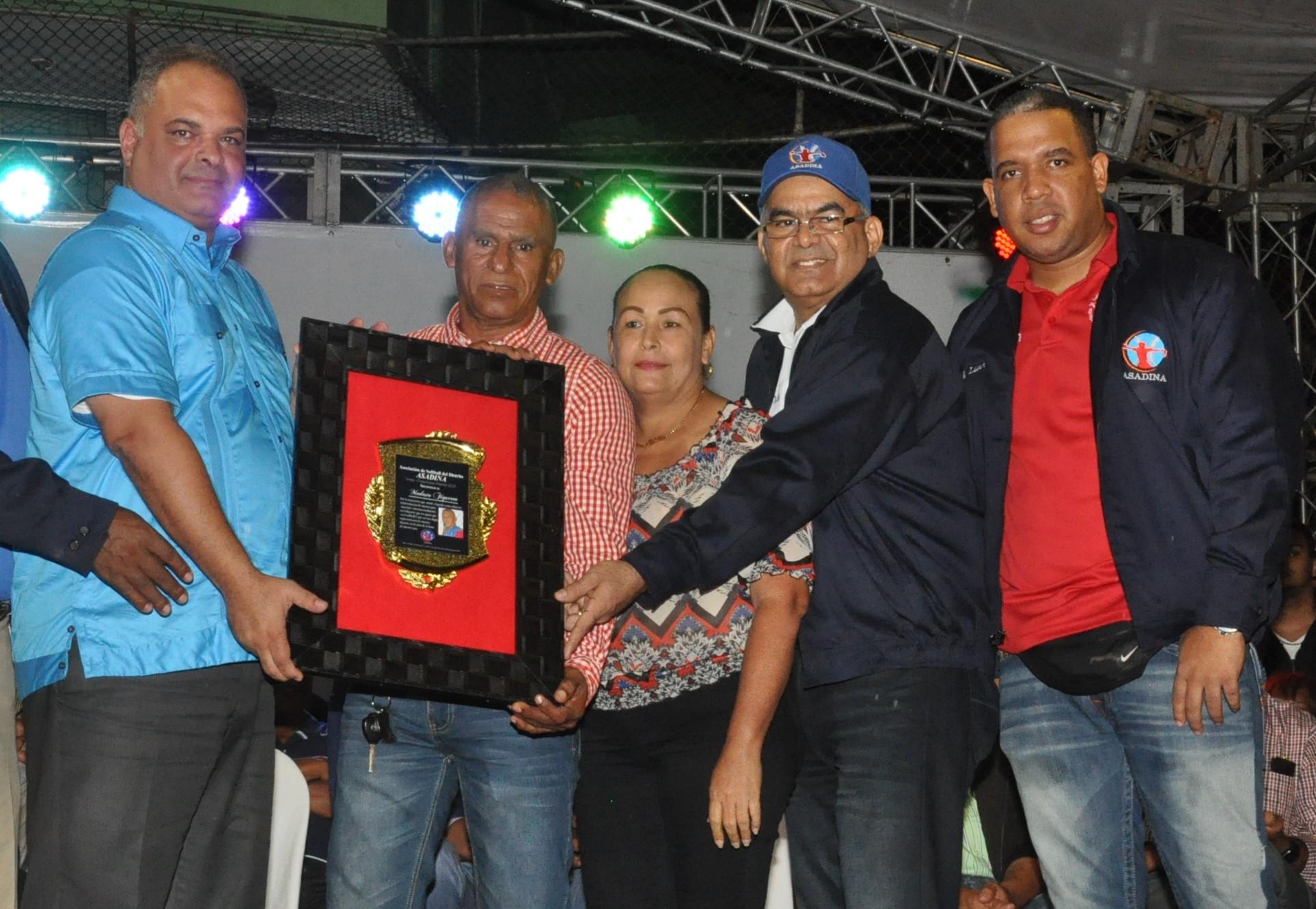 Luperón y los Jardines se enfrentan en apetura torneo máster de softbol del DN
