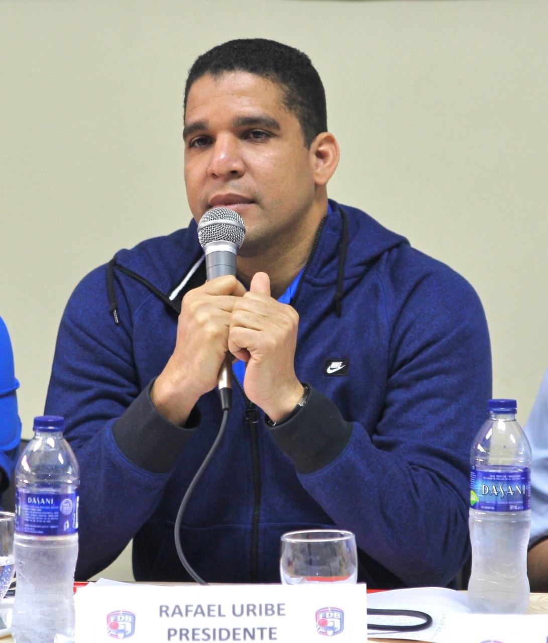 Rafael Uribe defiende situación del baloncesto femenino