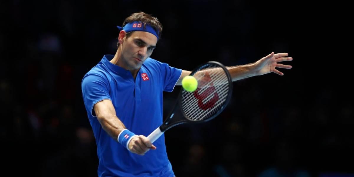 Roger Federer ganó y sigue con vida en Finales de ATP