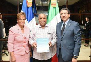 Embajadas RD e Italia firman acuerdo de béisbol