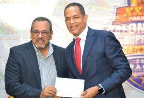 Aeroportuaria dona medio millón para Baloncesto Superior de Santiago