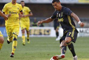 Cristiano Ronaldo no anota tiros libres