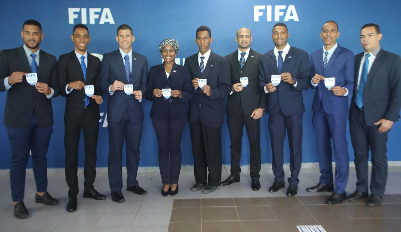 """Federación de Fútbol entrega gafetes a los """"Árbitros FIFA"""""""