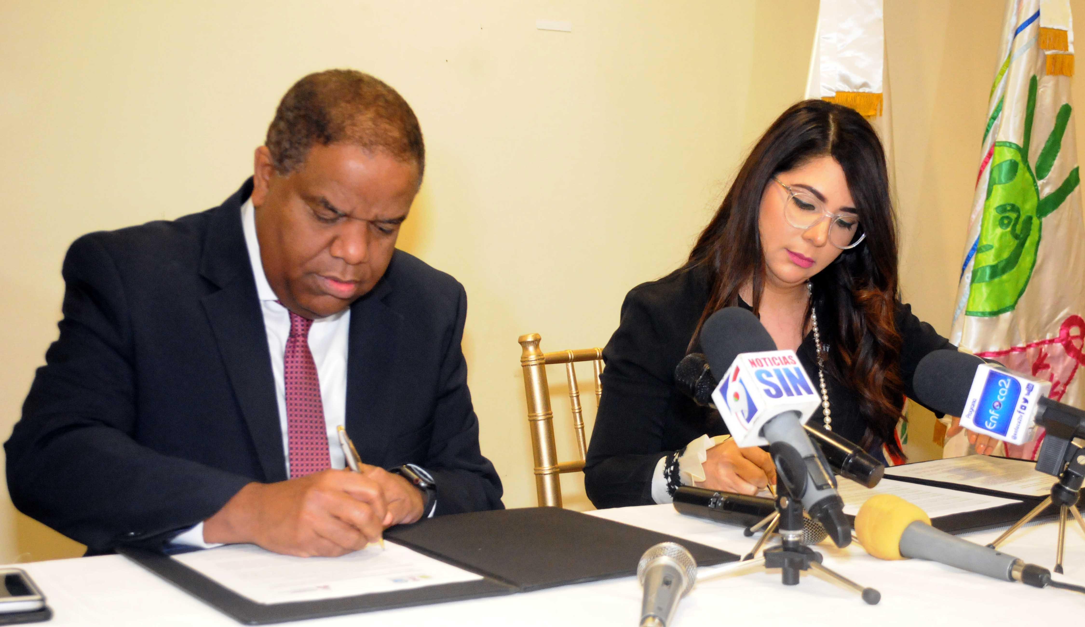 Miderec y Conani firman convenio de cooperación