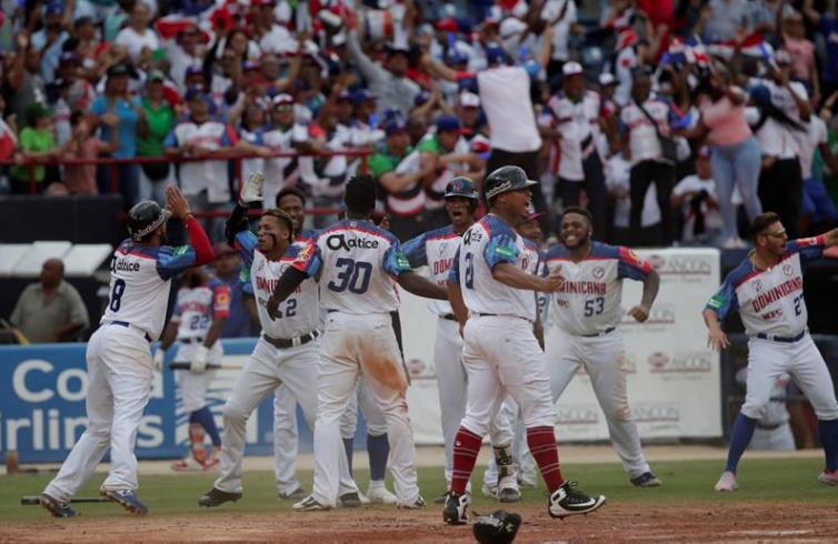 Castillo, héroe de una RD que mantiene opción de final Serie del Caribe