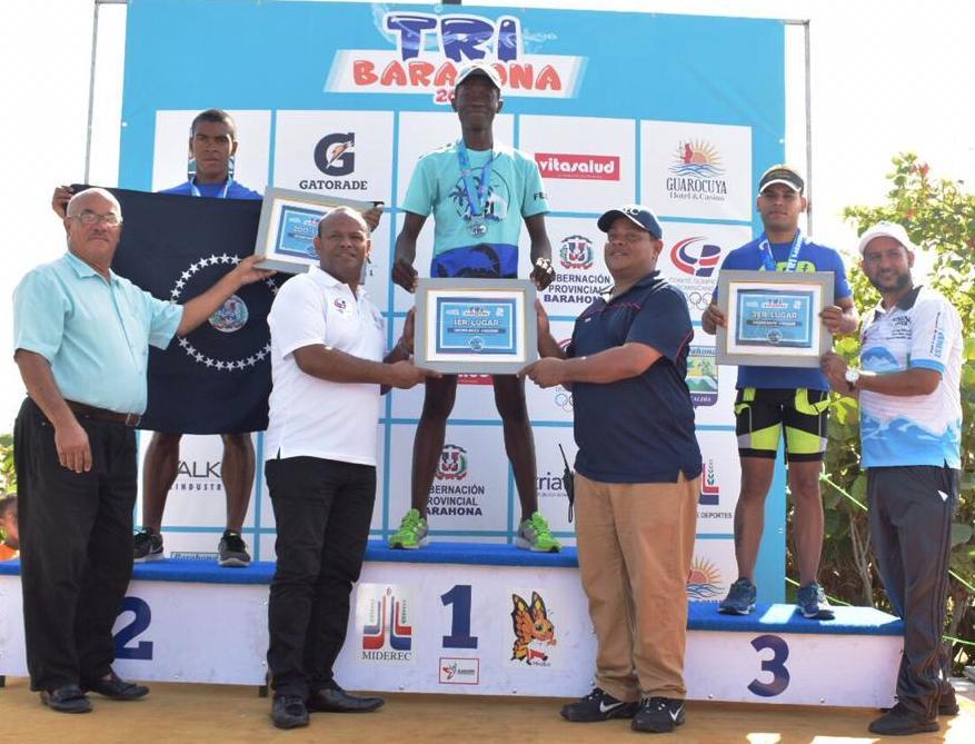 Milfort y Martínez dominan Campeonato de Triatlón en Barahona