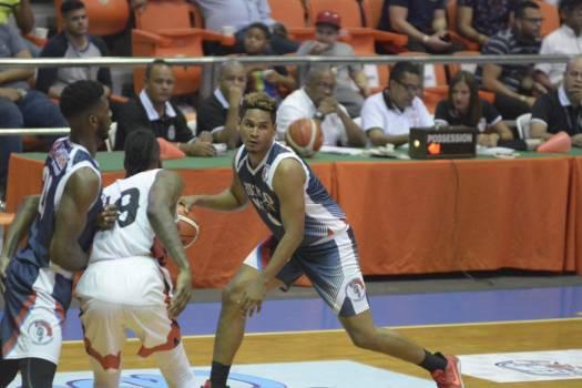 Ronald Tineo alcanzó los 1,000 puntos de por vida en superior Santiago