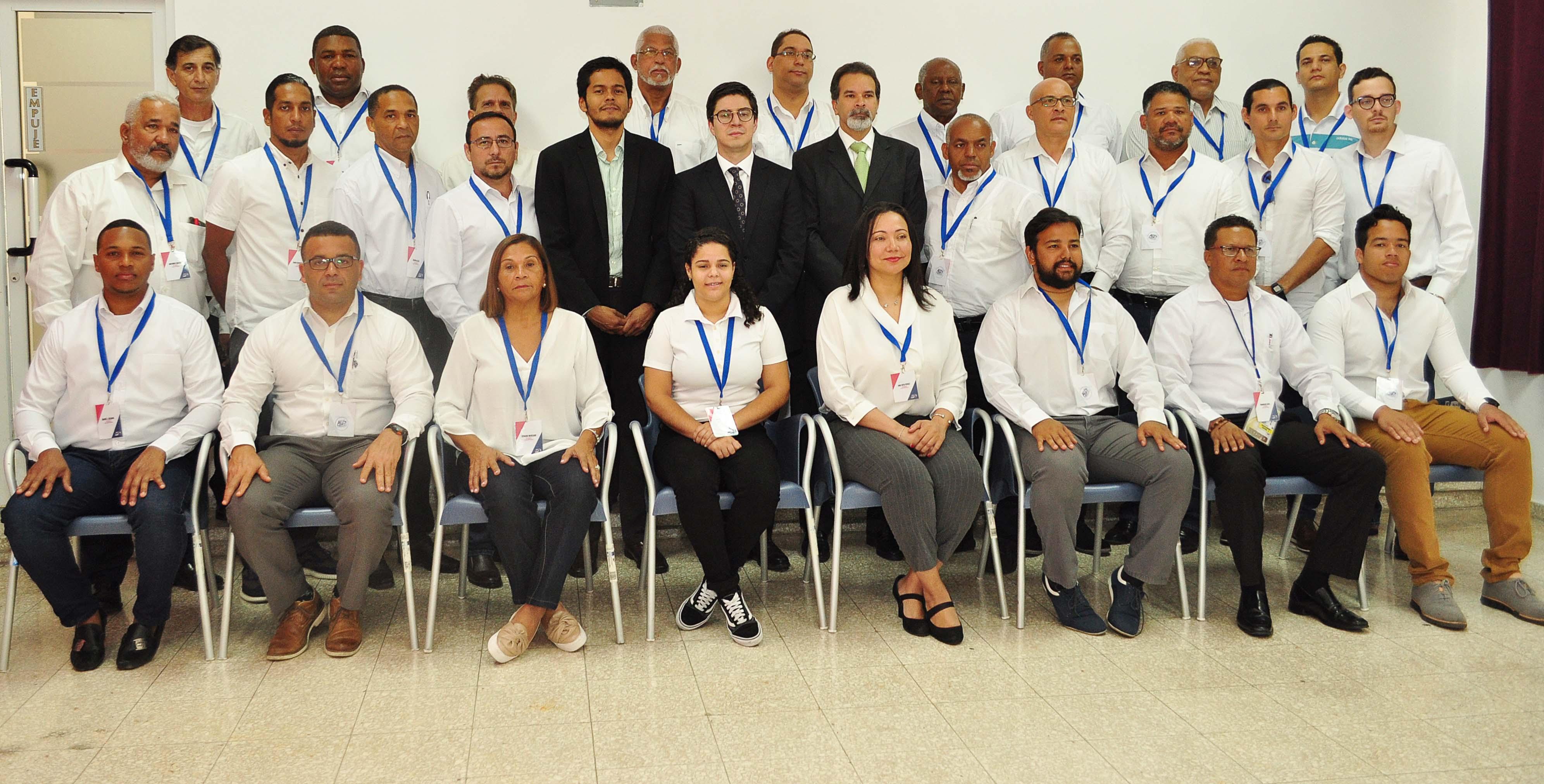 Oficial de Concacaf dicta taller para Comisarios de Fútbol