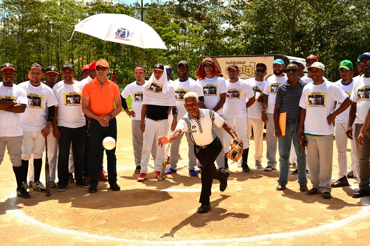 Bayaguana y La Romana, a final softbol máster Torneo Playero Rubén Toyota
