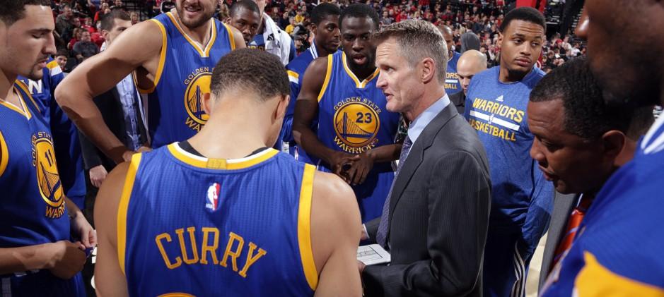 Steve Kerr presiona por cambio en regla de faltas técnicas en Playoffs de la NBA