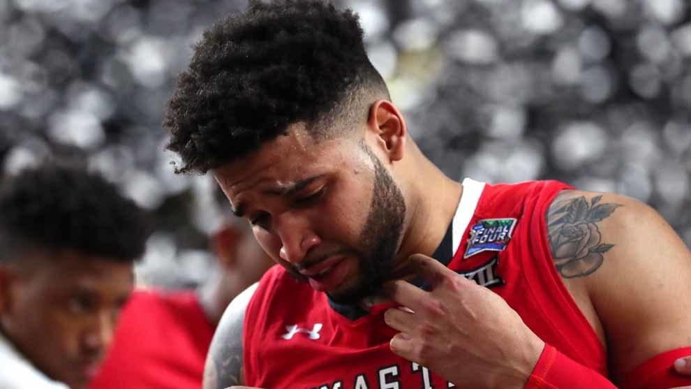 Francis cambiaría su actuación ofensiva por triunfo de su equipo en final de la NCAA