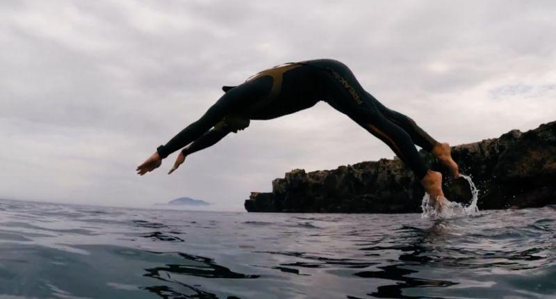Nadador se convierte en primero en cruzar a nado el 'Río de los Espíritus'