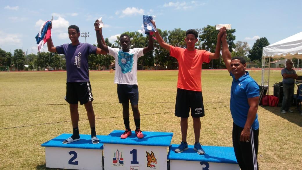 Yissel Pichardo y Rubenci Codio ganan oro en Atletismo Escolar