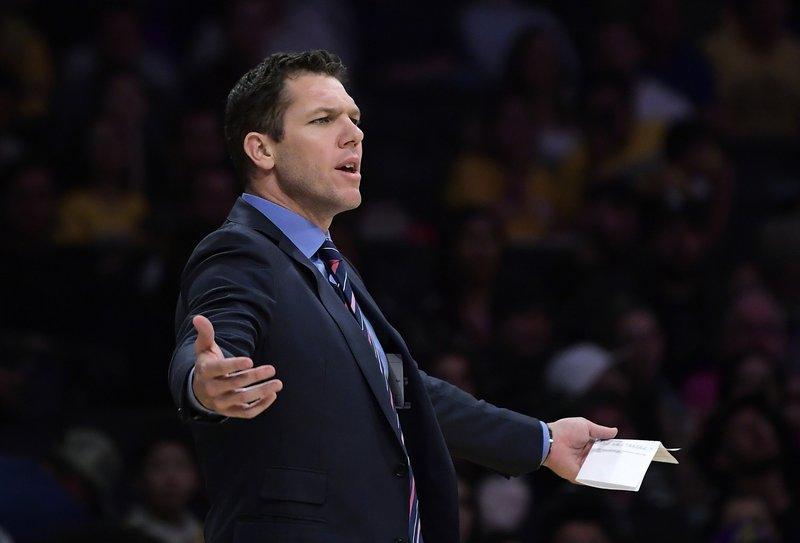 Walton no continuará dirigiendo a los Lakers