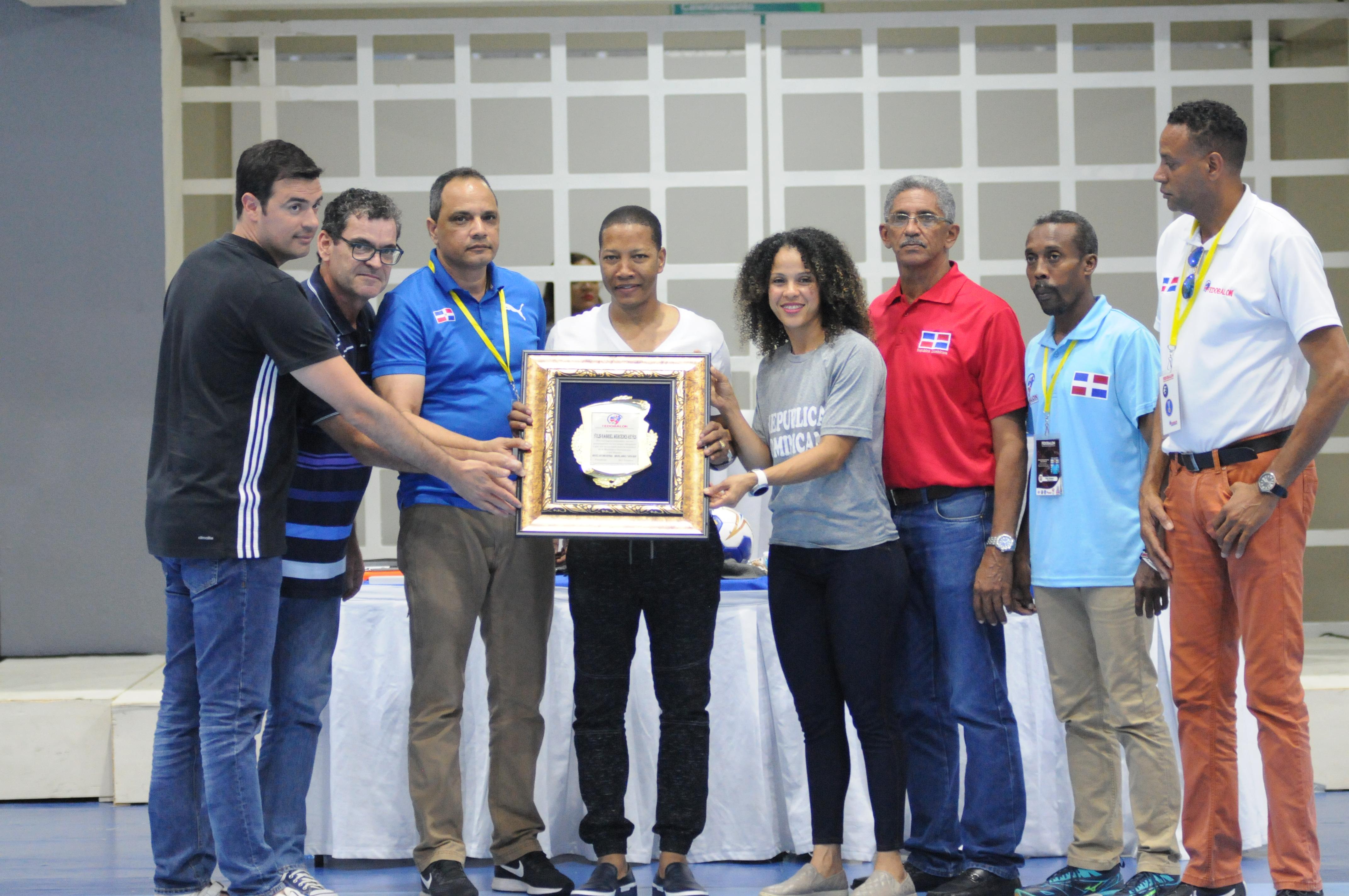 Fedobalon reconoce a medallista olímpico Gabriel Mercedes