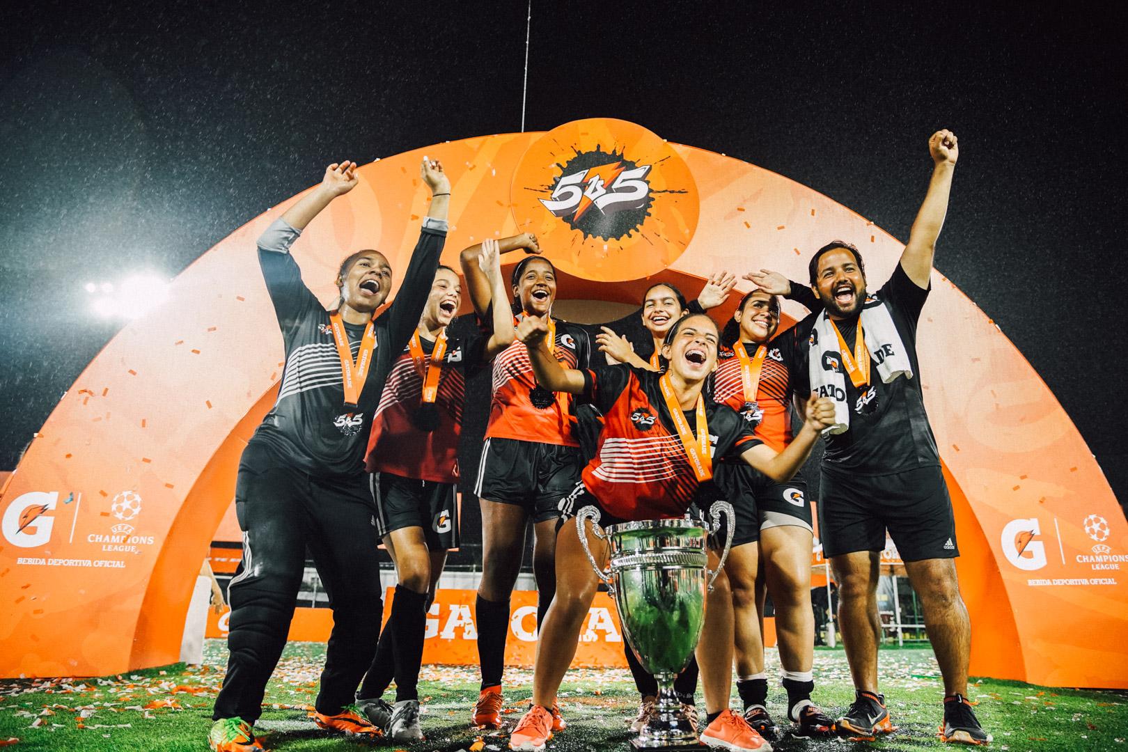 Piratas yCaribbeanse coronaron campeones en torneo de fútbol 5v5