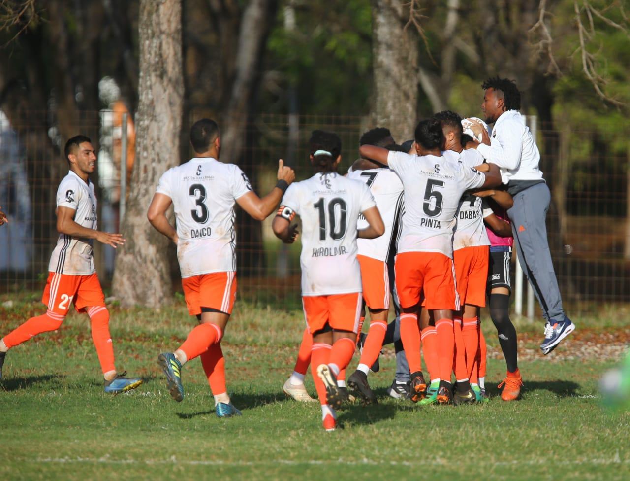 Cibao FC y Delfines del Este triunfan en la Liga Dominicana de Fútbol