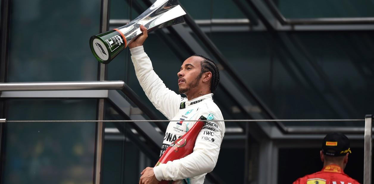 Hamilton ganó la carrera mil de F1 y es puntero del campeonato