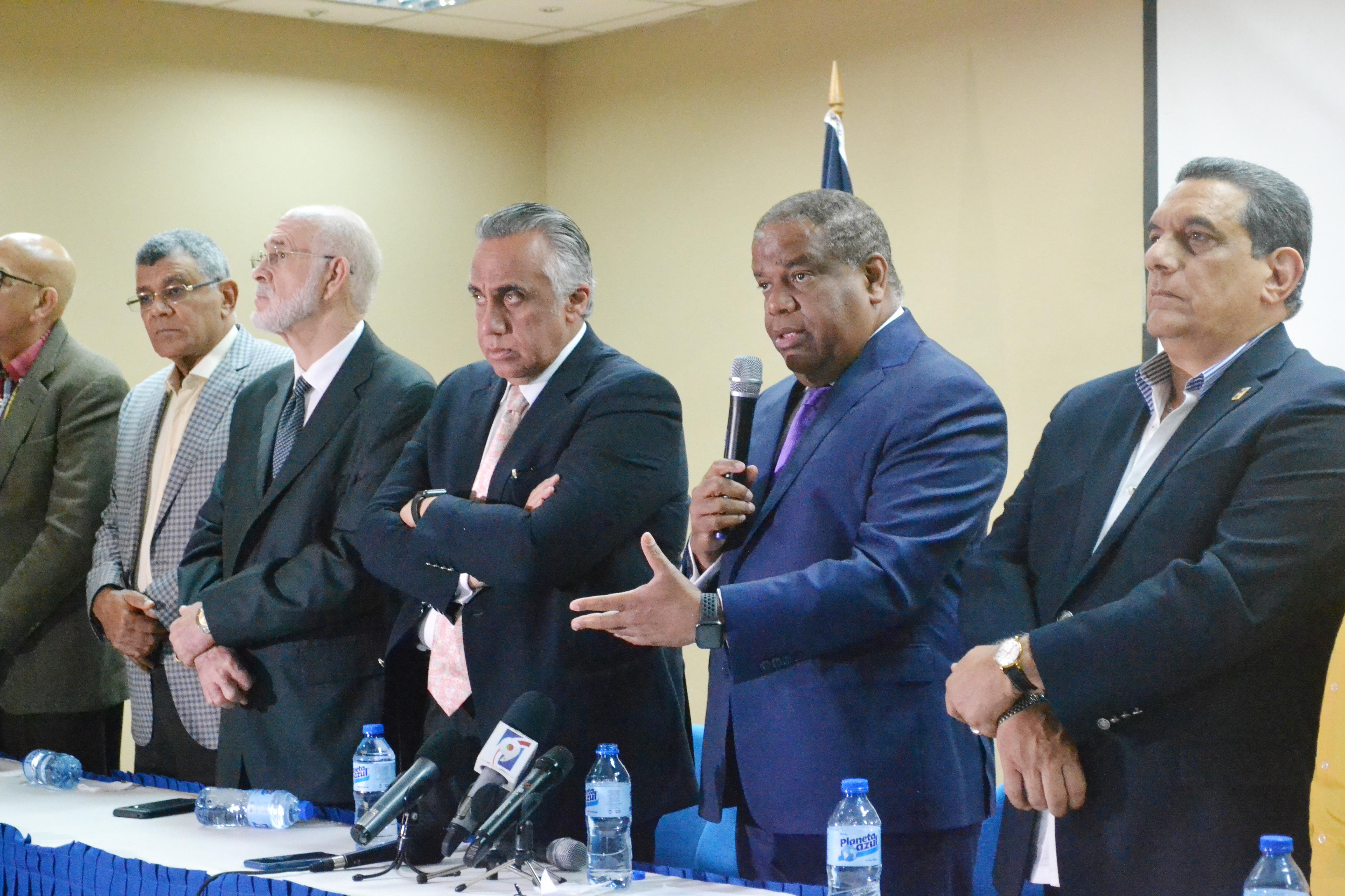 Ministro de Deportes entrega RD$25 millones para Panam de Lima