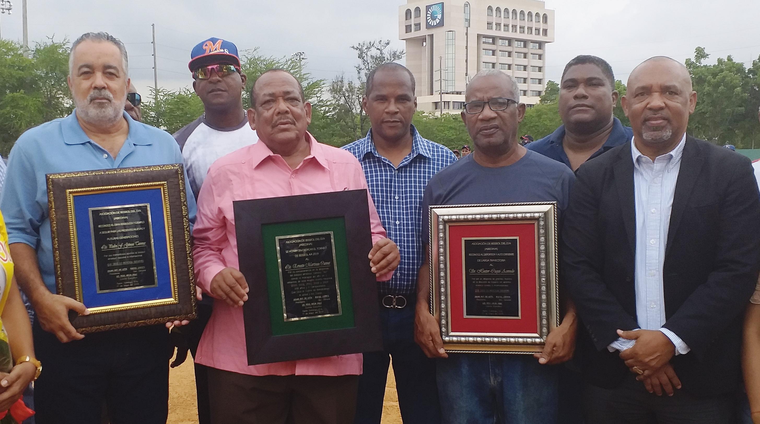 Reconocen a Pedro Gómez, Cuqui Acevedo y Ernesto Martínez en béisbol AA del DN