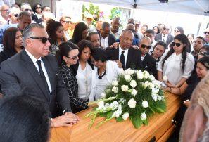 Sepultan en Santiago los restos de Hécor -Tito- Pereyra