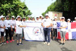 Cerca de un centenar de notarios participa en caminata familiar de 5K en Mirador Sur