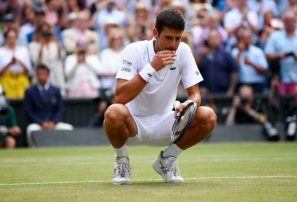Origen de la tradición de Djokovic de comer la hierba de Wimbledon
